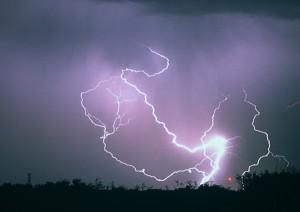 魔鬼谷-电闪雷鸣