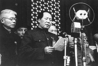 毛泽东在北京天安们城楼宣布新中国成立